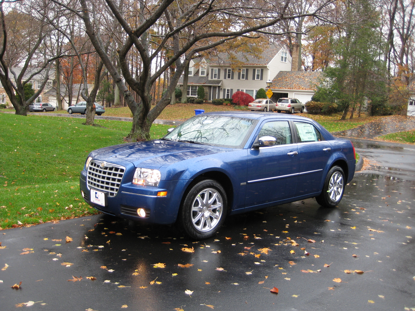 2010 Chrysler 300 Information