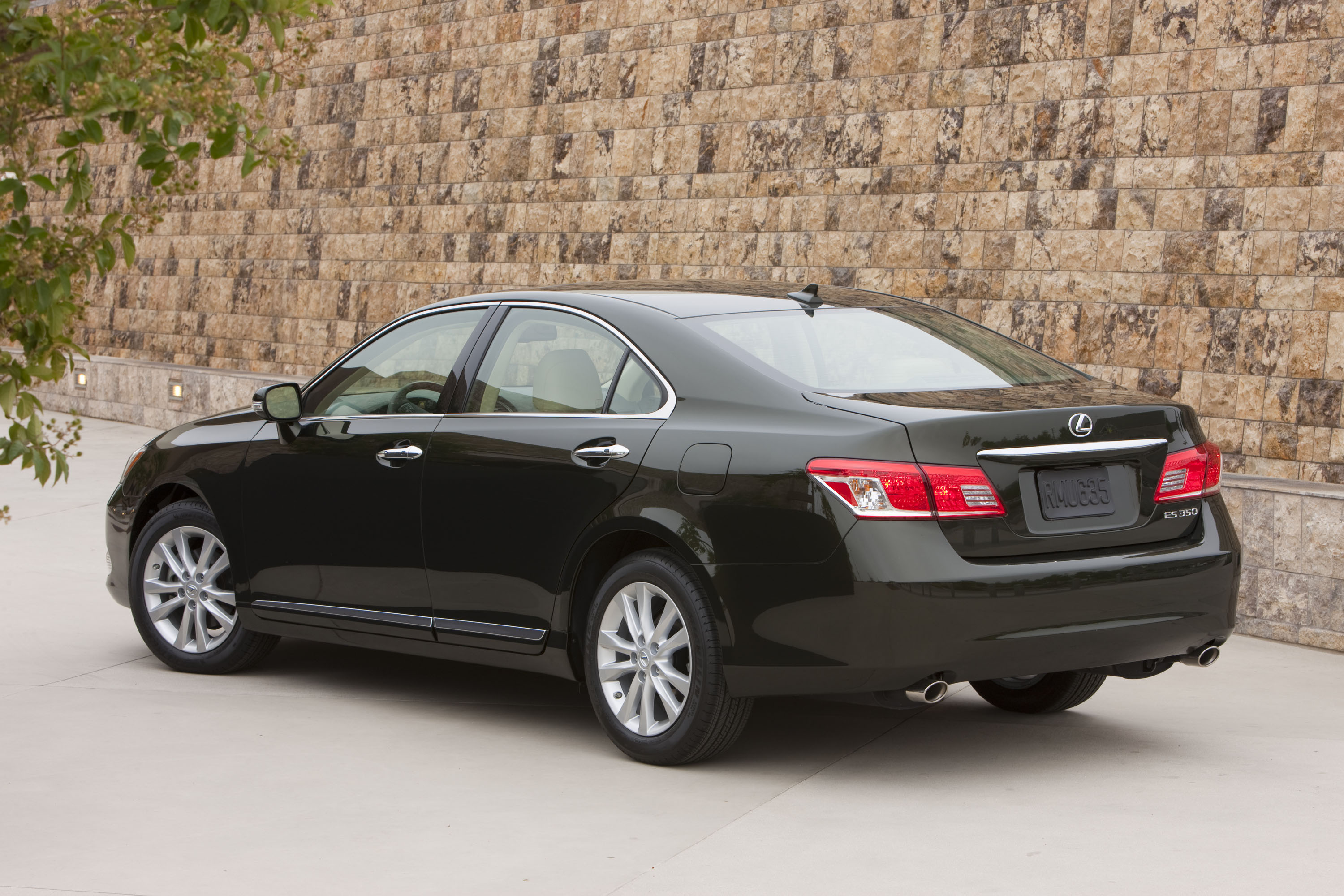 lexus announces the 2011 es 350 road reality. Black Bedroom Furniture Sets. Home Design Ideas