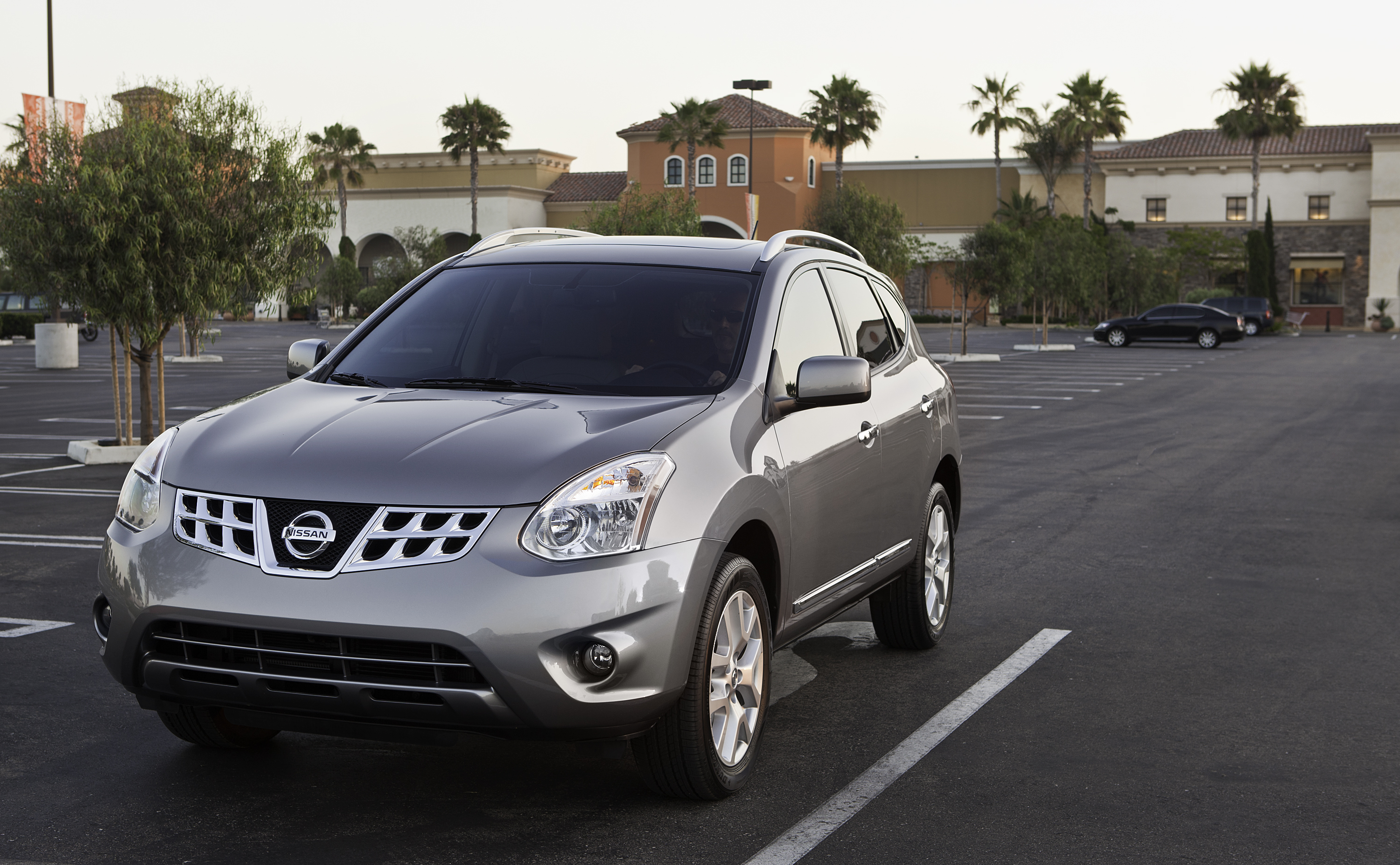 2011 nissan rogue gets refresh road reality. Black Bedroom Furniture Sets. Home Design Ideas