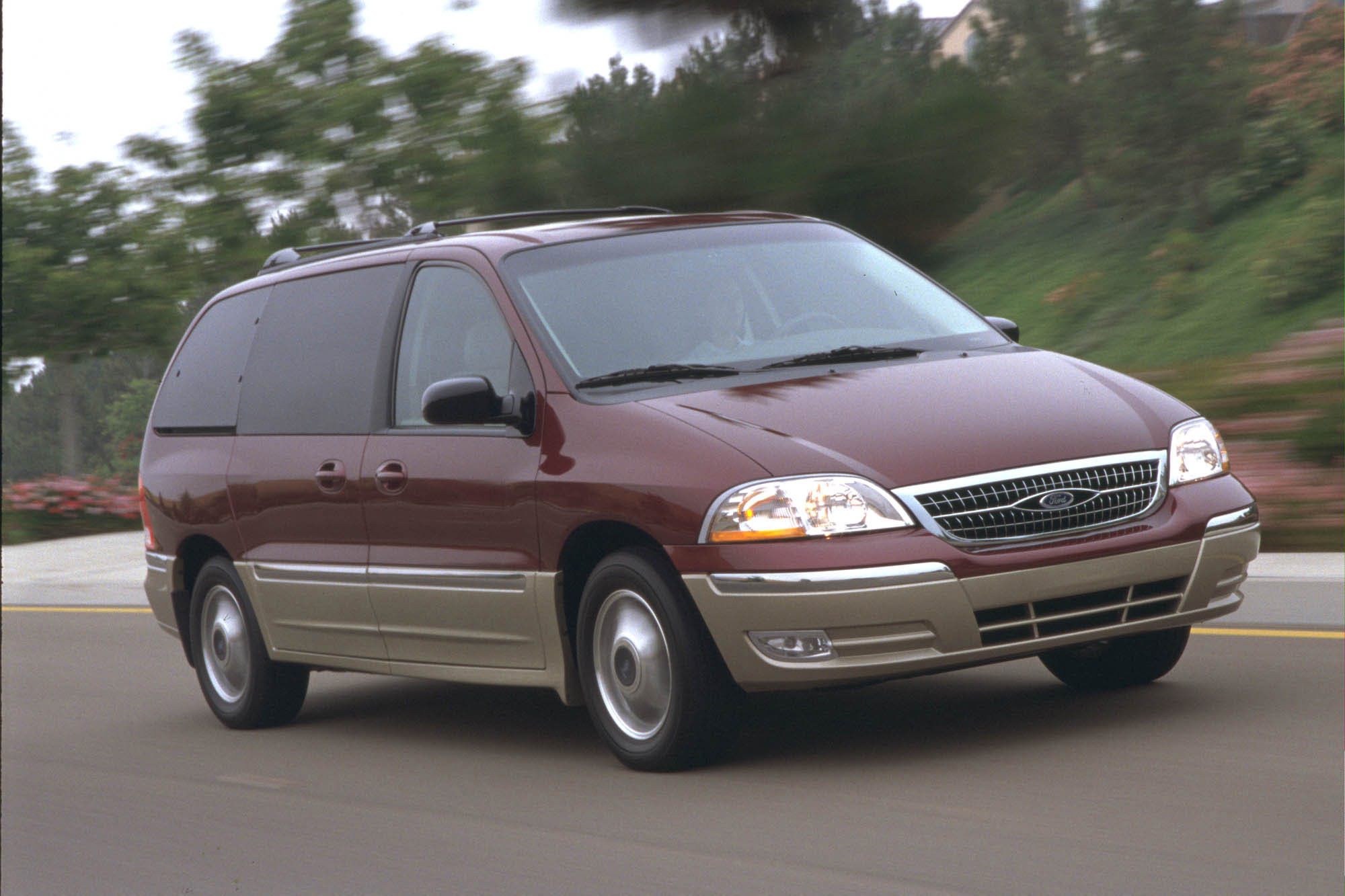 ford recalls 575 000 windstar minivans over rear axle road reality. Black Bedroom Furniture Sets. Home Design Ideas