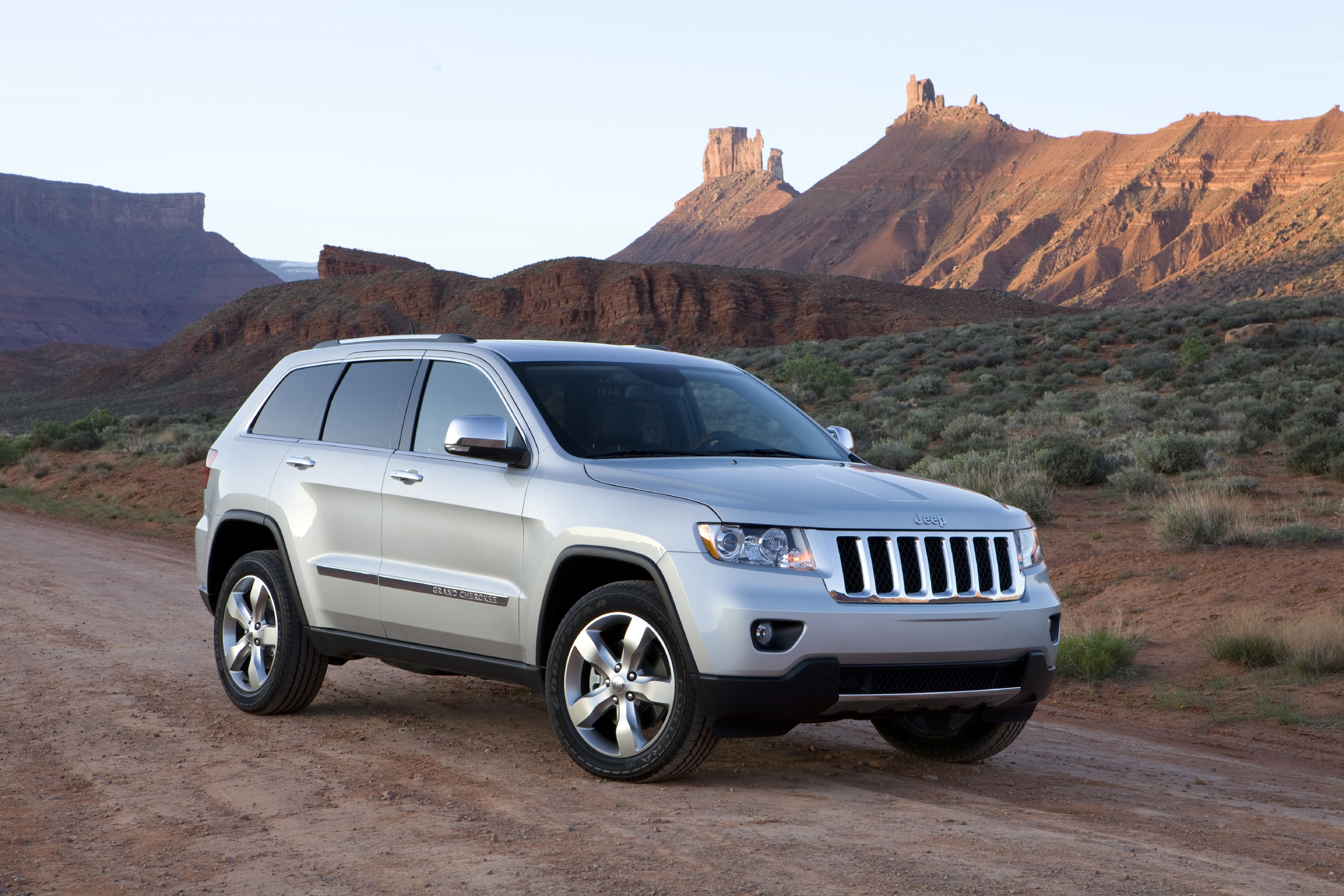 2011 Jeep Grand Cherokee Overland Road Reality