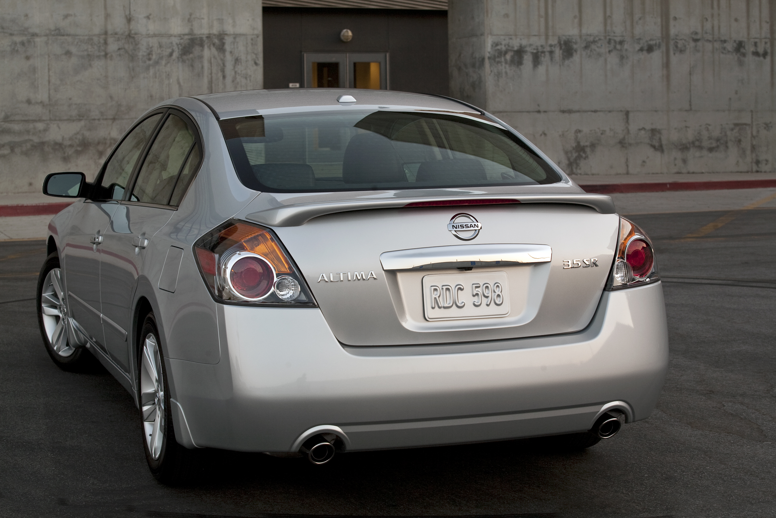 2011 Nissan Altima 04 171 Road Reality