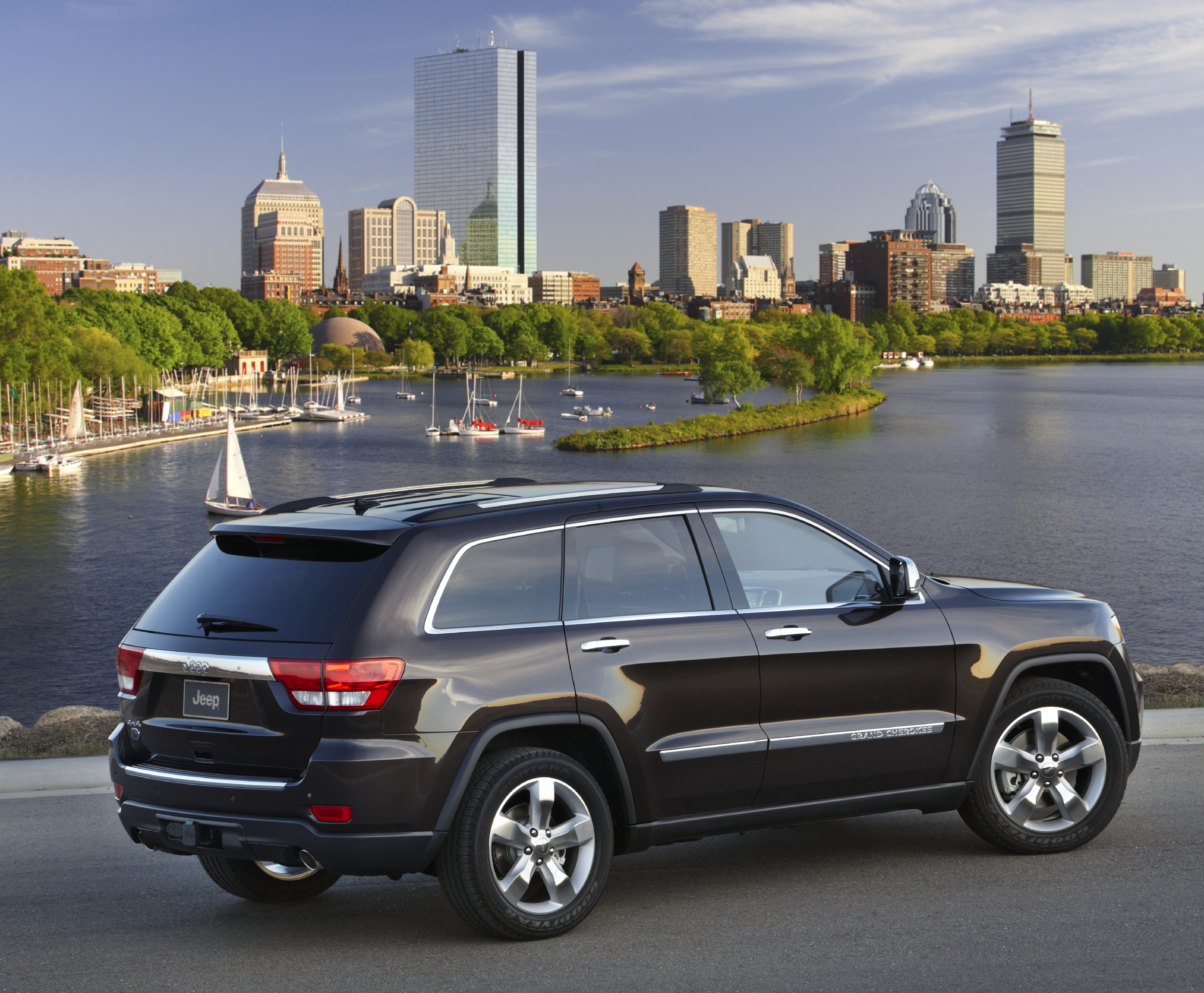 best category summit and vs car of grand img ford explorer exam consumerandcarexam jeep consumer cherokee part suv the
