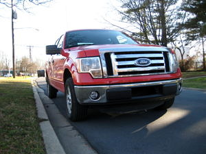 2012 Ford F-150 XLT Front 2