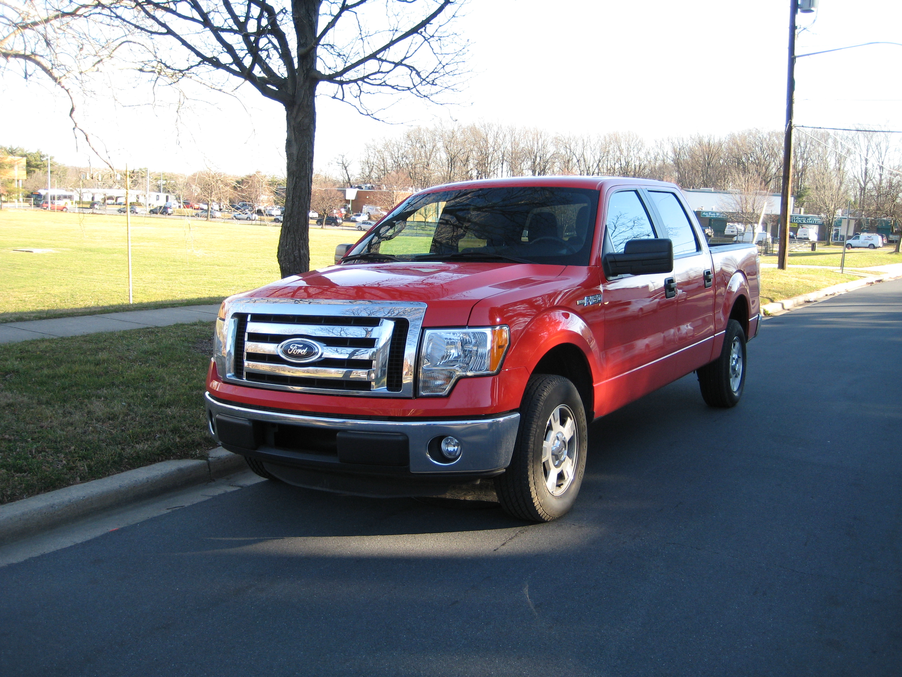 review 2012 ford f 150 xlt road reality. Black Bedroom Furniture Sets. Home Design Ideas