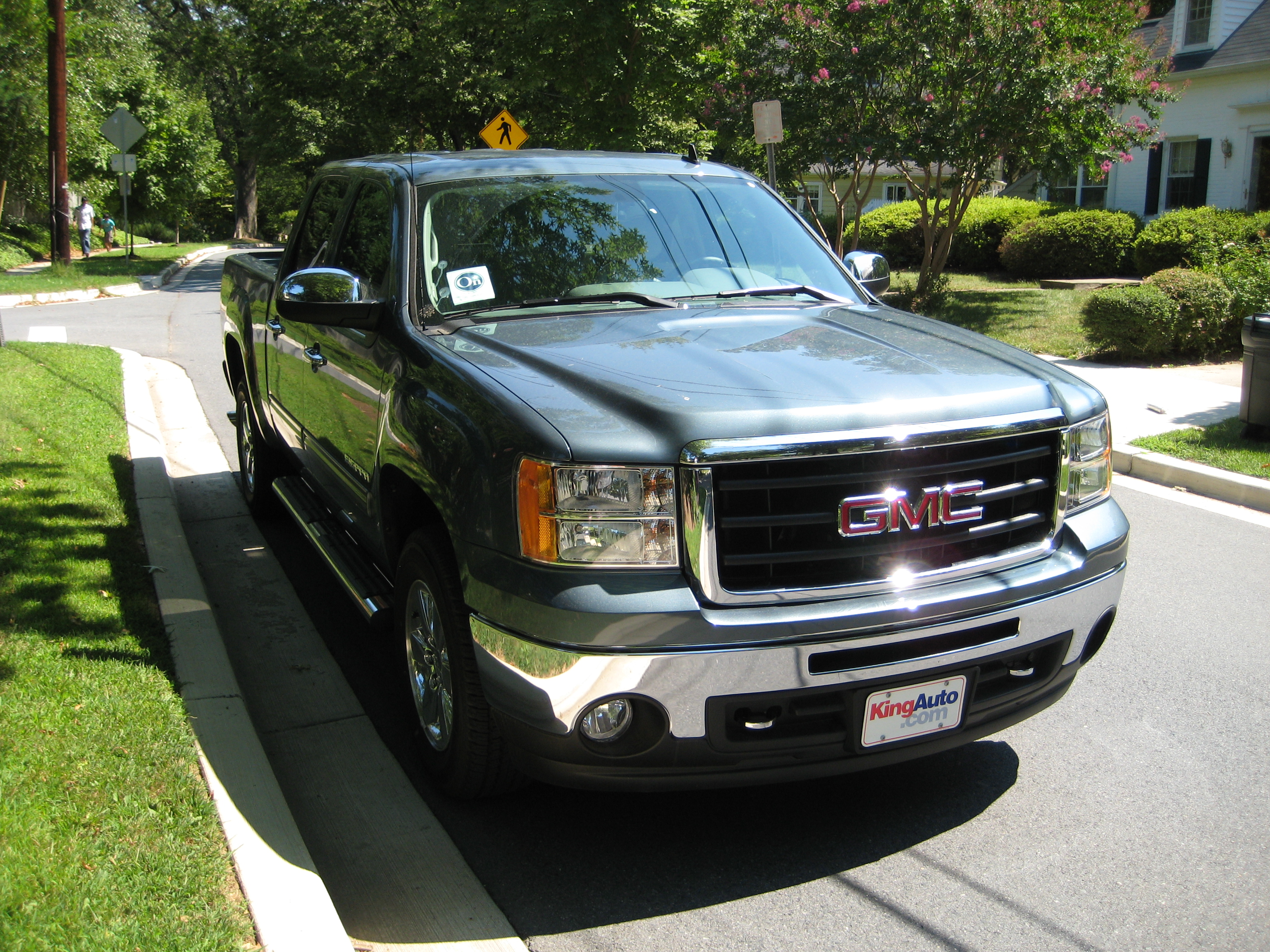 review 2011 gmc sierra sle road reality. Black Bedroom Furniture Sets. Home Design Ideas